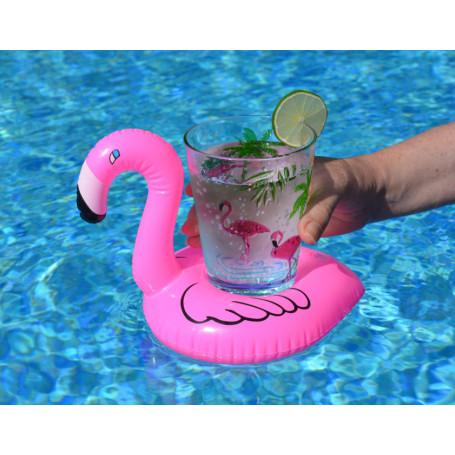 flamingo med ett glas i