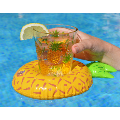 dryckeshållare i poolen med ett glas i