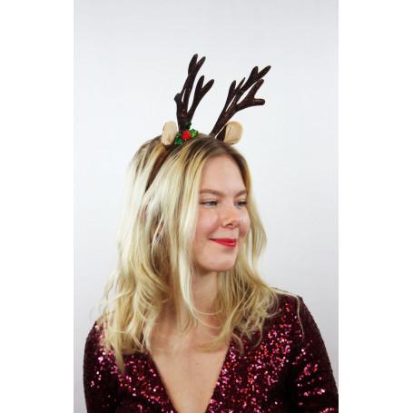 kvinna med juldiademet i håret