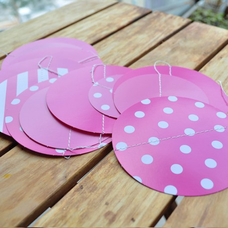 Girlang med rosa cirklar