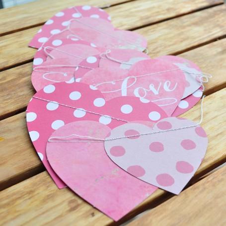 Girlang med rosa hjärtan