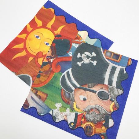 Servett i papper med piratmotiv tryckt på.