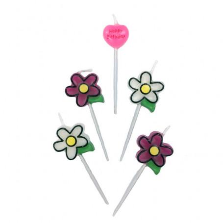 """Tårtljus formade som blommor och ett hjärta med texten """"Happy Birthday"""""""