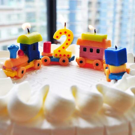 Tårtljus i form av tåg set med siffran 2