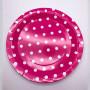 rosa tallrik med vita prickar