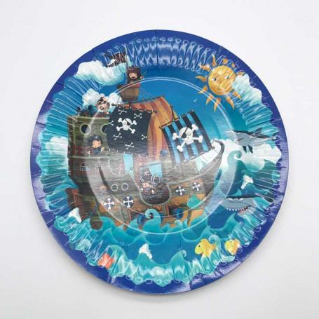Papperstallrik med motiv av piratskepp i havet.