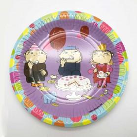 Lila tallrik med Alfons Åberg, Viktor och Milla som äter tårta.
